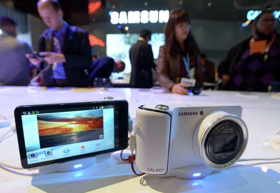 A Samsung Galaxy Camera at the Samsung booth. Photo: JOE KLAMAR, AFP/Getty Images / AFP