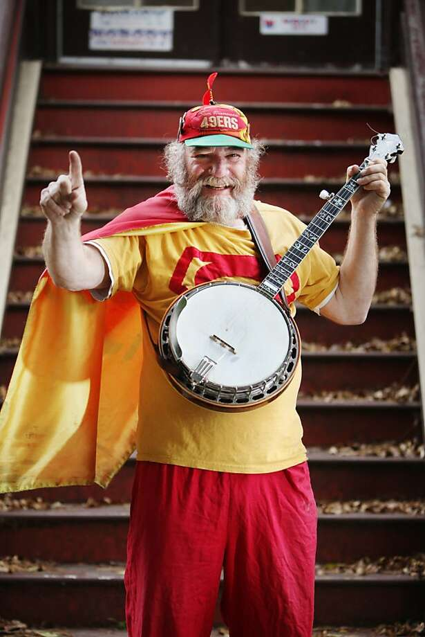 Stacy Samuels will be at the playoff game and claims his banjo brings good luck to the 49ers. Photo: Lea Suzuki, The Chronicle