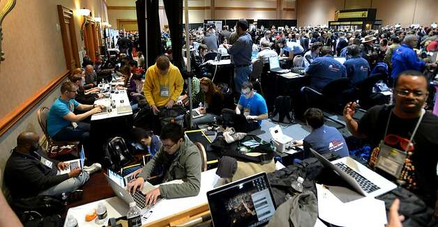 Tech journalists crowd into a room at the Mandalay Bay Hotel in Las Vegas for an event before the Consumer Electronics Show opens. Photo: Joe Klamar, AFP/Getty Images