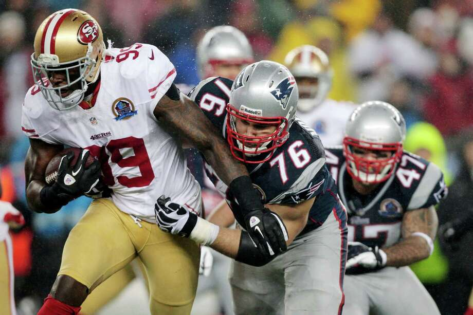 49ers outside linebacker Aldon Smith tries to outrun the Patriots' Sebastian Vollmer (76) and Michael Hoomanawanui (47) after an interception Dec. 16. Photo: Steven Senne, STF / AP