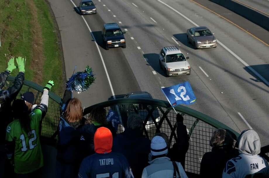 Seahawks fans cheer from the Benson Road overpass on Interstate 405 during a sendoff rally for the Seattle Seahawks in Renton on Friday, January 11, 2013. A crowd of hundreds gathered on an Interstate 405 overpass and cheered the team as their buses headed to the airport for the trip to Atlanta and Sunday's playoff game. Photo: JOSHUA TRUJILLO / SEATTLEPI.COM