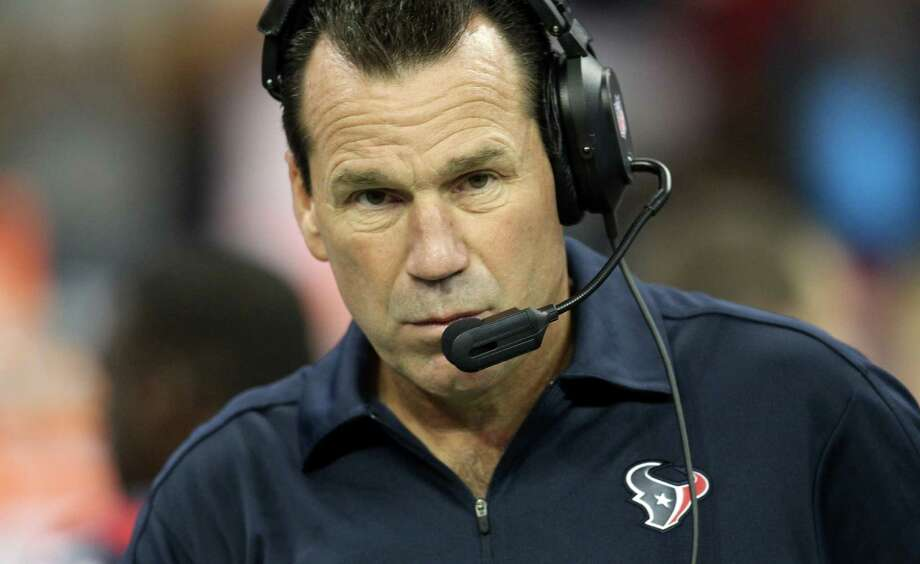 """Texans coach Gary Kubiak stays calm during games for a reason. """"To right the ship, the captain can't be flipping out,"""" offensive coordinator Rick Dennison said. """"He's got to be keeping the thing going in the right way."""" Photo: Karen Warren, Staff / © 2012  Houston Chronicle"""