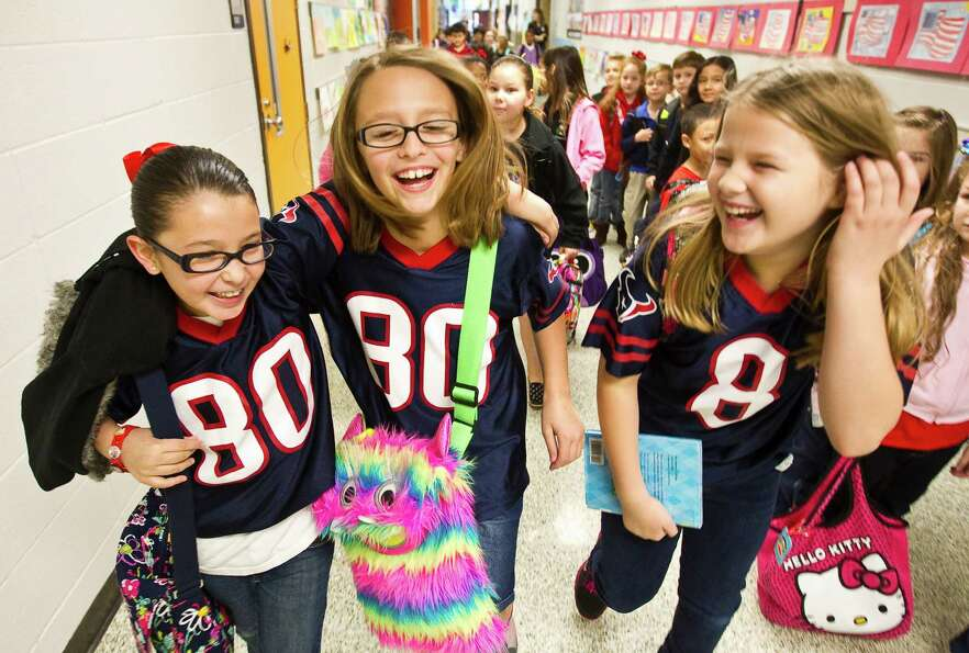 Christina Hardy, 8, left, walks to first class with her friends Abby Konvicka, 9, center, and Caroli