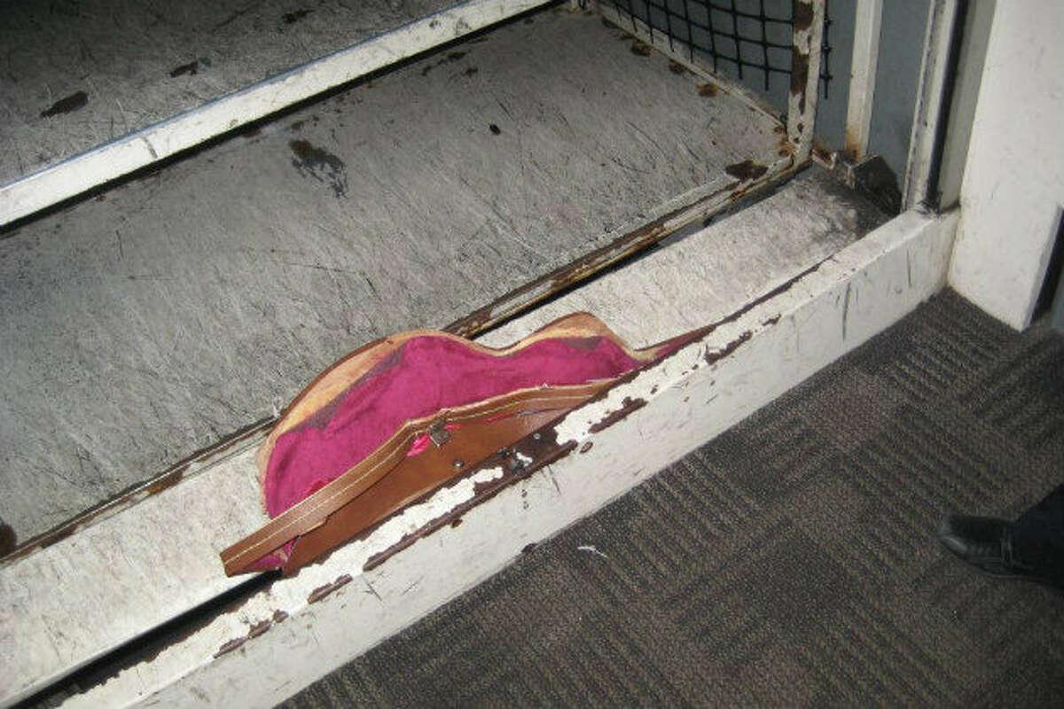 The guitar case for a 1965 Gibson ES-335 is seen stuck in a Delta gate. (Dave Schneider/Facebook)