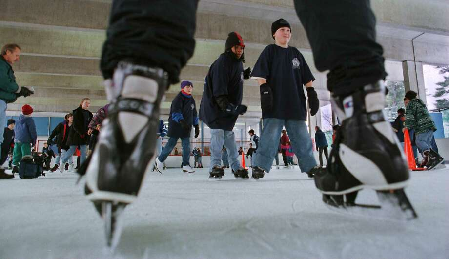 TIMES UNION STAFF PHOTO BY -- PAUL BUCKOWSKI -- MONDAY JANUARY 19 1998 -- ALBANY NY -- Fifth and sixth graders skate around during the Albany Police Athletic League Ice Skating Day at Swinburne Park in Albany.  The children got a chance to meet some of the officers who play for the Albany Blue Line Ice Hockey Team, a team made up of officers, and the officers worked with  the children to help them to skate better. Photo: PAUL BUCKOWSKI / TIMES UNION