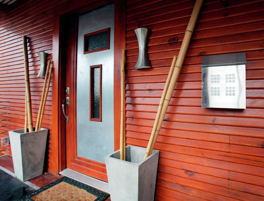 The front entrance to the home of Trey and Kimberly Mannix on W. Ashby.  Wednesday Jan. 9, 2013. Photo: Bob Owen, San Antonio Express-News / ©2013 San Antonio Express-News