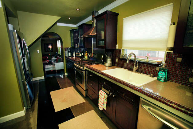 The kitchen in the home of Trey and Kimberly Mannix on W. Ashby.  Wednesday Jan. 9, 2013. Photo: Bob Owen, San Antonio Express-News / ©2013 San Antonio Express-News