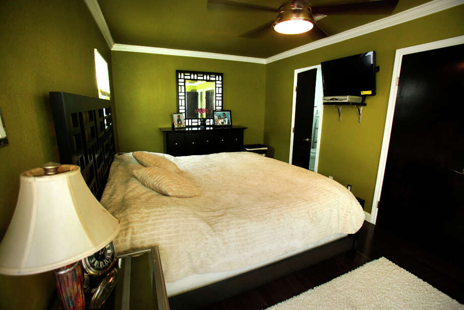 The master bedroom in the home of Trey and Kimberly Mannix on W. Ashby.  Wednesday Jan. 9, 2013. Photo: Bob Owen, San Antonio Express-News / ©2013 San Antonio Express-News
