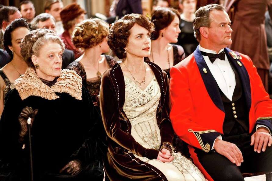 Elizabeth McGovern (center) as Lady Grantham, with Maggie Smith (left) and Hugh Bonneville in 'Downt