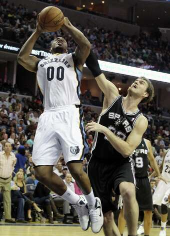 Spurs center Tiago Splitter (22) fouls Memphis Grizzlies forward Darrell Arthur (00) in the second half on Friday, Jan. 11, 2013, in Memphis, Tenn. Memphis won in overtime 101-98. Photo: Lance Murphey, Associated Press / FR78211 AP