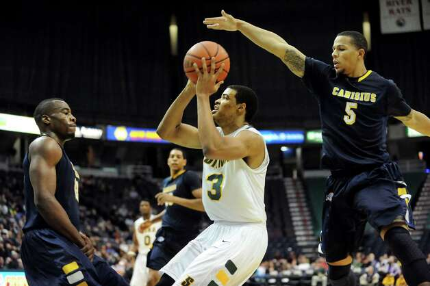Siena's Ryan Oliver (3), center, looks to shoot as Canisius' Chris Manhertz (13), left, and Reggie Groves (5) defend during their basketball game on Friday, Jan. 11, 2013, at Times Union Center in Albany, N.Y. (Cindy Schultz / Times Union) Photo: Cindy Schultz / 00020599C