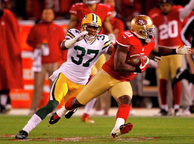 Running back Frank Gore (21) runs through Cornerback Sam Shields (37) during the first quarter the San Francisco 49ers game against the Green Bay Packers in the NFC Divisional Playoffs at Candlestick Park in San Francisco, Calif., on Saturday January 12, 2013. Photo: Brant Ward, The Chronicle / ONLINE_YES