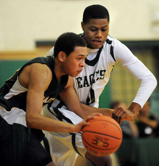 Green Tech's Najee Ward (0), right, applies defensive pressure on Williamsville North's Aman Washing