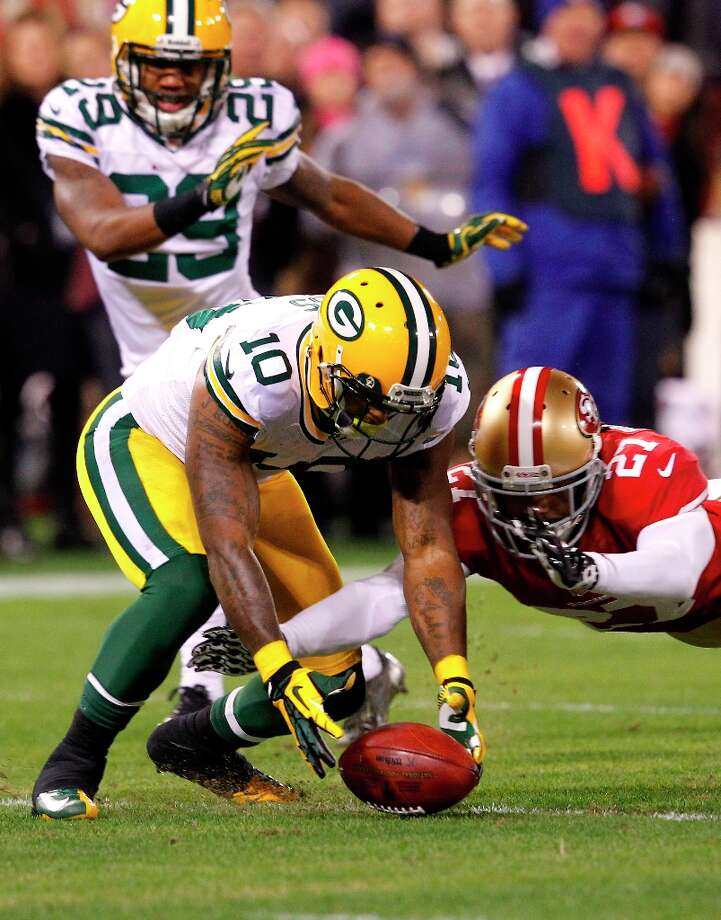 San Francisco 49ers Safety C.J. Spillman (27) recovers a drop ball fumble by Wide receiver Jeremy Ross (10) in the second quarter of the San Francisco 49ers game against the Green Bay Packers in the NFC Divisional Playoffs at Candlestick Park in San Francisco, Calif., on Saturday January 12, 2013. Photo: Carlos Avila Gonzalez, The Chronicle / ONLINE_YES