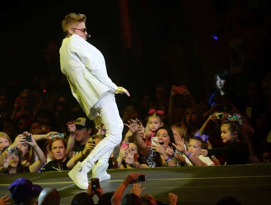 Justin Bieber has performed as an SNL musical guest and has had a cameo. Billboard.com reports that Bieber will host the show on Feb. 9.  Photo: Billy Calzada, San Antonio Express-News / SAN ANTONIO EXPRESS-NEWS