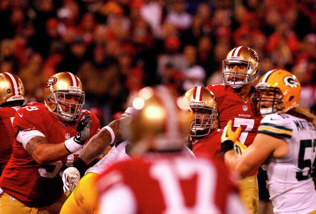 Quarterback Colin Kaepernick (7) throws a touchdown to Wide receiver Michael Crabtree (15) in the second quarter of the San Francisco 49ers game against the Green Bay Packers in the NFC Divisional Playoffs at Candlestick Park in San Francisco, Calif., on Saturday January 12, 2013. Photo: Carlos Avila Gonzalez, The Chronicle / ONLINE_YES