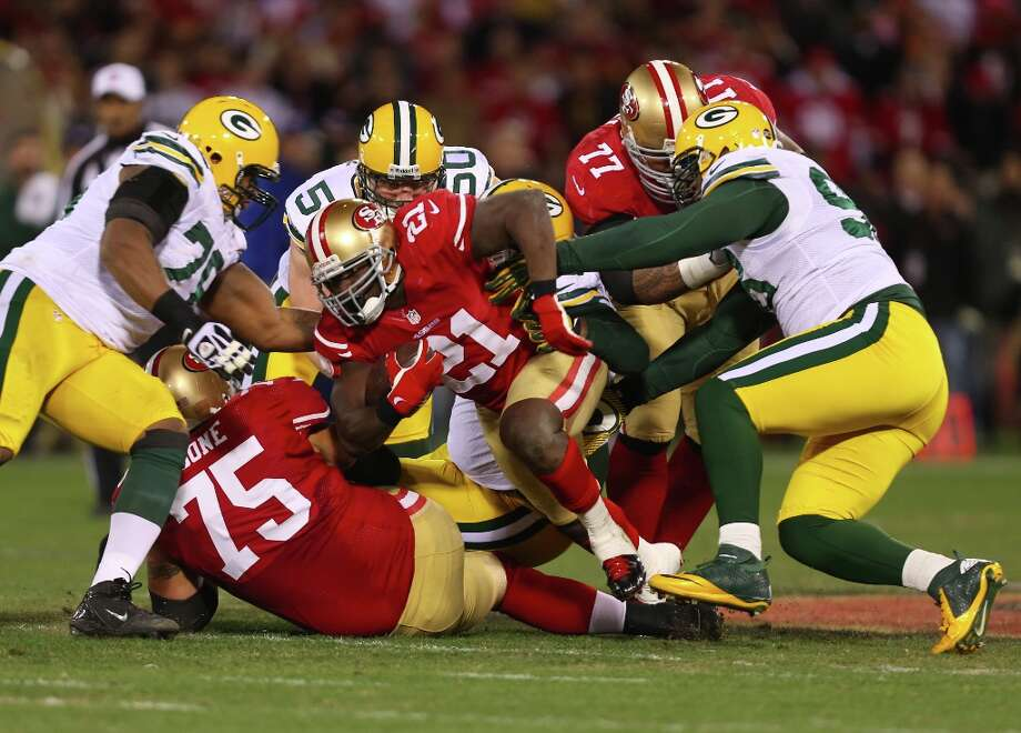 Running back Frank Gore (21) in the first quarter of the San Francisco 49ers game against the Green Bay Packers in the NFC Divisional Playoffs at Candlestick Park in San Francisco, Calif., on Saturday January 12, 2013. Photo: Micheal Macor, The Chronicle / ONLINE_YES