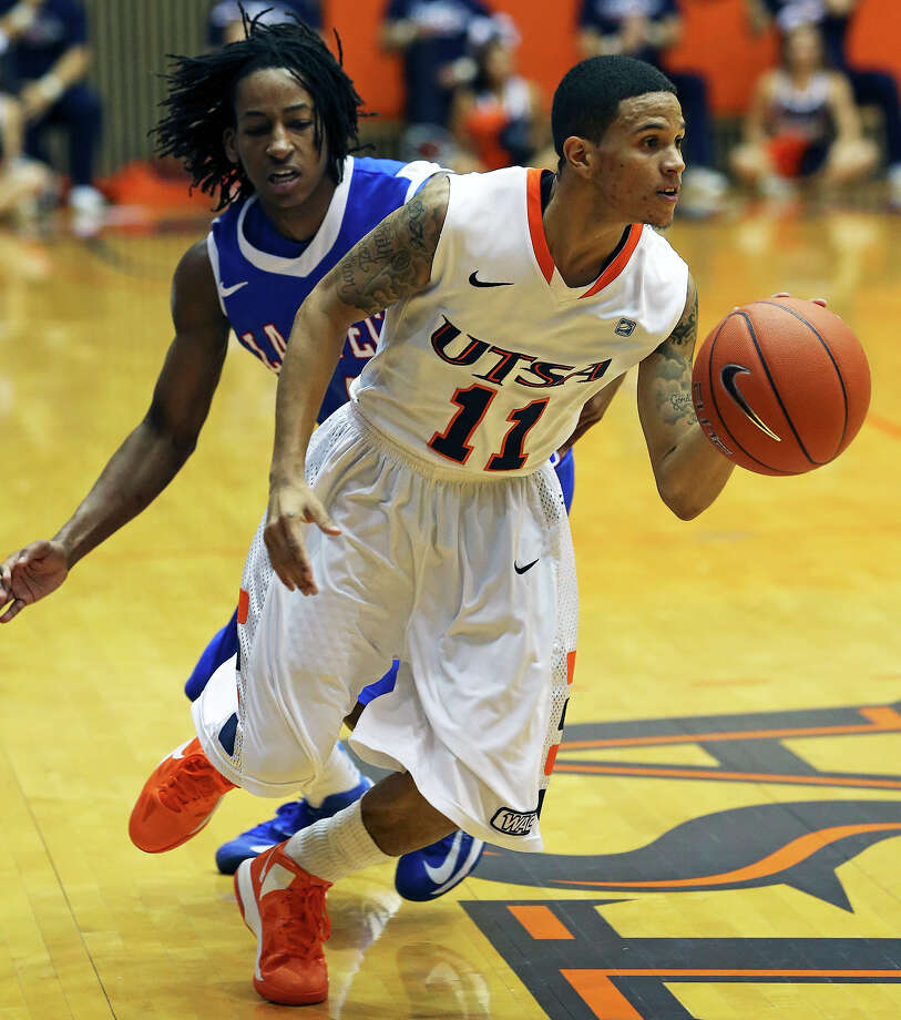 Michael Hale III makes a quick move to get away from Kenneth Smith for the Roadrunners as UTSA plays Louisiana Tech in mens' basketball at the UTSA Convocation Center  on January 12, 2013. Photo: Tom Reel, Express-News / ©2012 San Antono Express-News