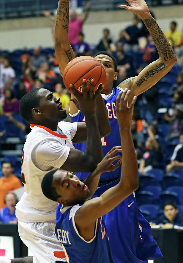 Kannon Burrage (left) and the Roadrunners are still looking for their first victory in WAC play. Photo: Tom Reel, Express-News / ©2012 San Antono Express-News