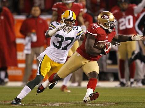 Running back Frank Gore (21) runs through Cornerback Sam Shields (37) during the first quarter the San Francisco 49ers game against the Green Bay Packers in the NFC Divisional Playoffs at Candlestick Park in San Francisco, Calif., on Saturday January 12, 2013. Photo: Brant Ward, The Chronicle