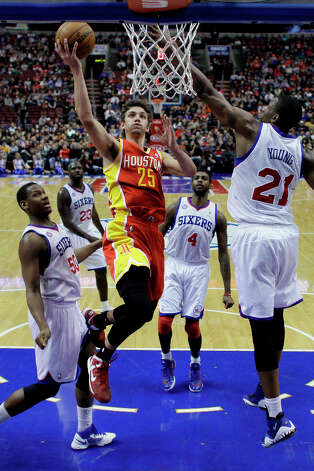 Chandler Parsons (25) goes up for a shot against Lavoy Allen (50), Jason Richardson (23) Dorell Wright (4) and Thaddeus Young (21). Photo: Matt Slocum, Associated Press / AP