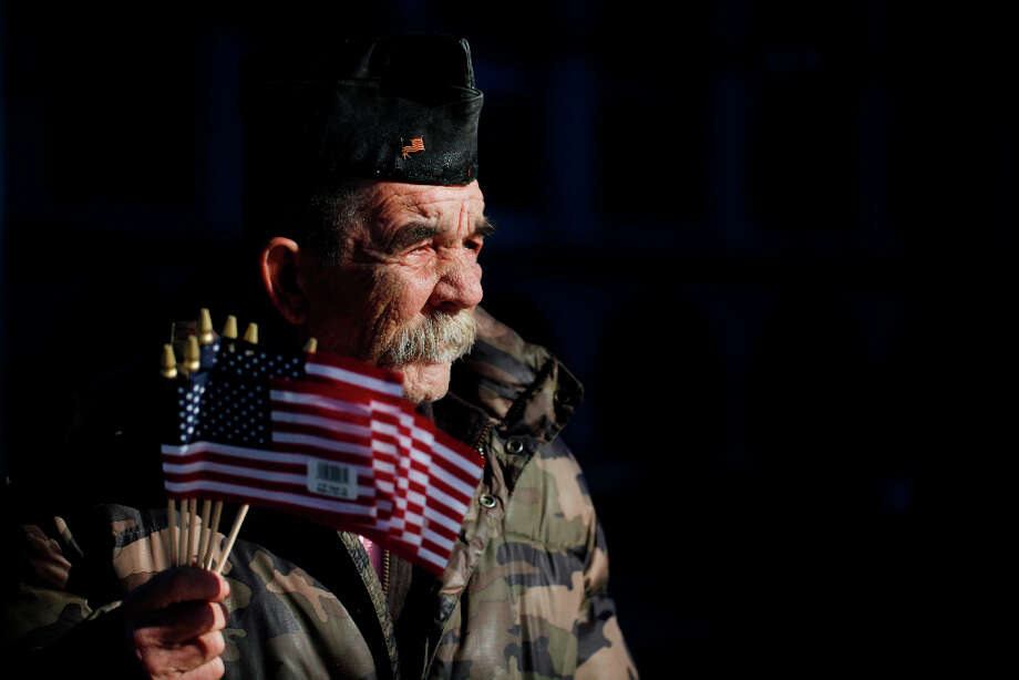 Disabled Vet Philip Myers started holding flags for donations in San Francisco more than 25 years ago. Photo: Mike Kepka, The Chronicle / ONLINE_YES