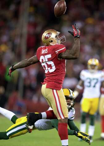 San Francisco 49ers tight end Vernon Davis (85) is unable to come up with the catch against the Green Bay Packers in the first half of an NFC divisional playoff NFL football game on Saturday, Jan. 12, 2013, in San Francisco. (AP Photo/The Sacramento Bee, Hector Amezcua) Photo: Hector Amezcua, Associated Press / The Sacramento Bee