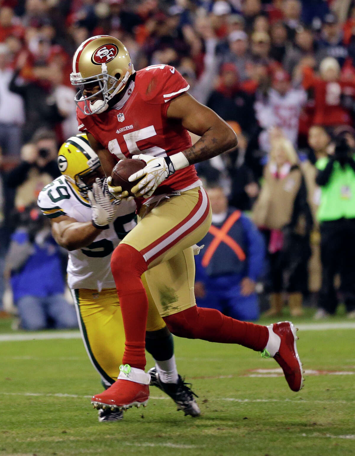 San Francisco 49ers wide receiver Michael Crabtree (15) scores on a 12-yard touchdown reception past Green Bay Packers inside linebacker Brad Jones (59) during the second quarter of an NFC divisional playoff NFL football game in San Francisco, Saturday, Jan. 12, 2013. (AP Photo/Marcio Jose Sanchez)