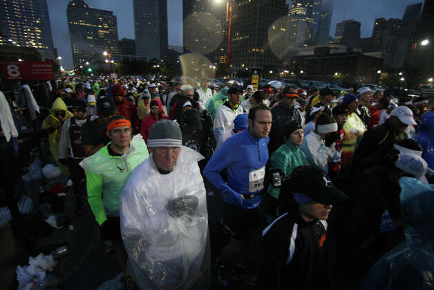 Runners navigate the course during the Chevron Houston Marathon on Sunday. Photo: James Nielsen, Chronicle / © Houston Chronicle 2013