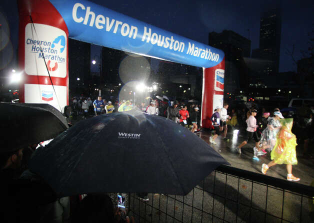 The scene at the Chevron Houston Marathon. Photo: James Nielsen, Chronicle / © Houston Chronicle 2013