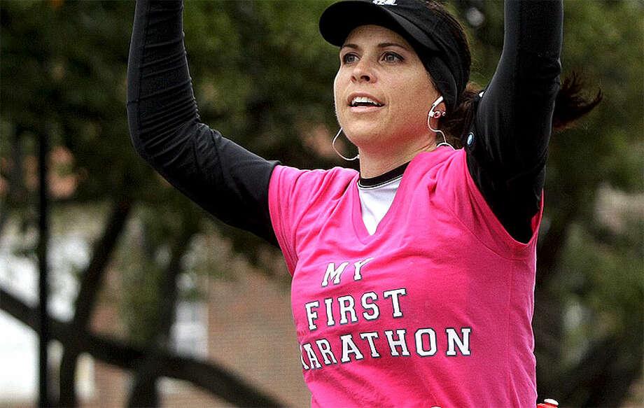 Abi  Merkle Runs along University near mile 13 of the Chevron Houston Marathon  Sunday, Jan. 13, 2012 in West University. (Melissa Phillip / Houston  Chronicle)