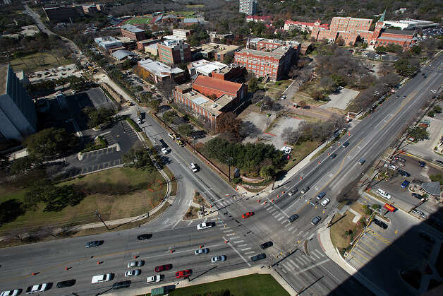 Traffic near of the University of the Incarnate Word is shown while construction continues on Hildebrand (upper left) at the intersection of Broadway (lower left to upper right) and Hildebrand on Sunday, Jan. 13, 2013. Photo: Michael Miller, For The Express-News / San Antonio Express-News