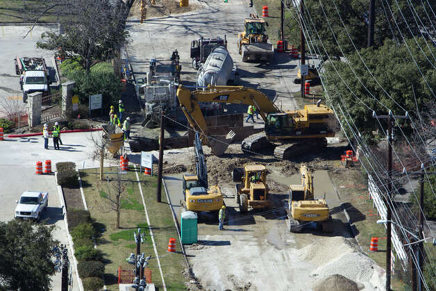 Construction crews work on Hildebrand near its intersection with Broadway on Sunday, Jan. 13, 2013.  Photo: Michael Miller, For The Express-News / San Antonio Express-News
