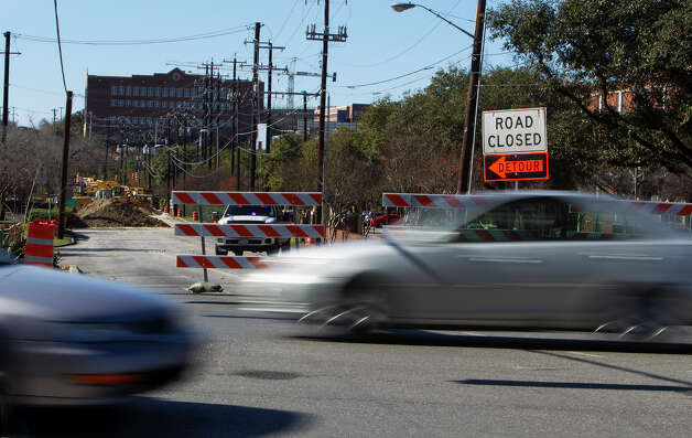Traffic is shown while construction continues in the background at the intersection of Broadway and Hildebrand on Sunday, Jan. 13, 2013.  Photo: Michael Miller, For The Express-News / San Antonio Express-News