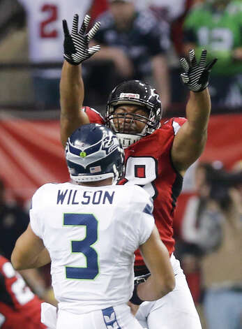 Atlanta Falcons defensive end Cliff Matthews (98) defends against during the first half of an NFC divisional playoff NFL football game Sunday, Jan. 13, 2013, in Atlanta. (AP Photo/John Bazemore) Photo: John Bazemore, Associated Press / AP