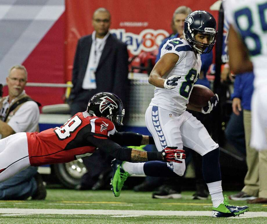 Seattle Seahawks wide receiver Golden Tate catches a touchdown pass in front of Atlanta Falcons free safety Thomas DeCoud (28)  during the second half of an NFC divisional playoff NFL football game Sunday, Jan. 13, 2013, in Atlanta. (AP Photo/Dave Martin) Photo: Dave Martin, Associated Press / AP