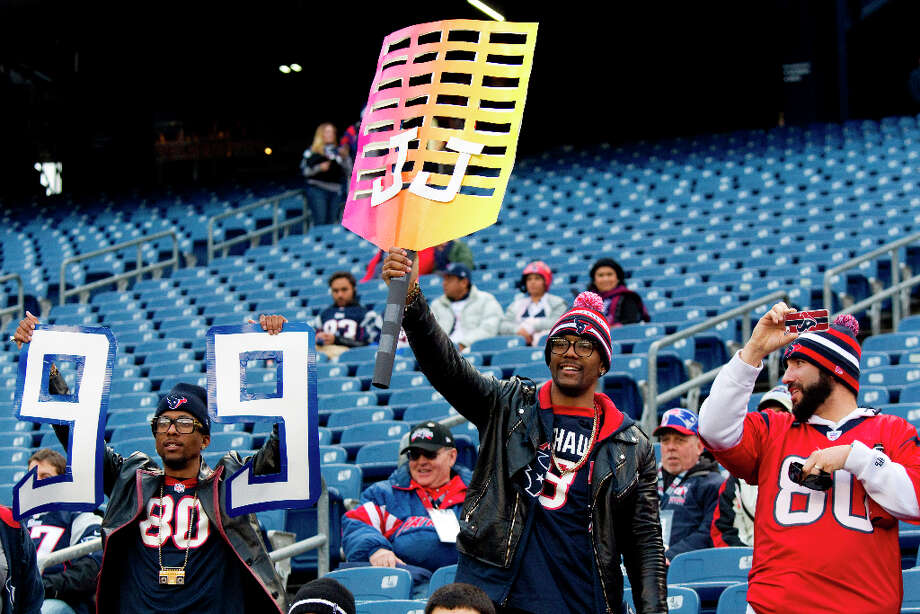 Texans fans cheer while watching warm-ups. Photo: Brett Coomer, Houston Chronicle / © 2013  Houston Chronicle