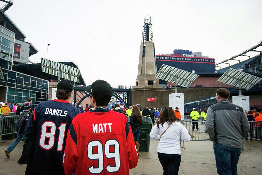 Texans fans wait to enter the stadium. Photo: Smiley N. Pool, Houston Chronicle / © 2013  Houston Chronicle