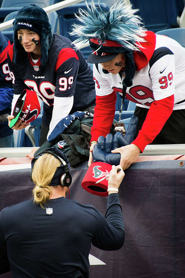 Texans outside linebacker Brooks Reed signs autographs for fans before the game. Photo: Smiley N. Pool, Houston Chronicle / © 2013  Houston Chronicle