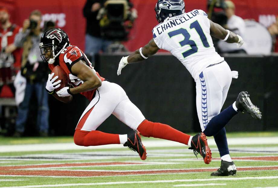 Atlanta Falcons' Roddy White catches a touchdown pass in front of Seattle Seahawks' Kam Chancellor (31) during the first half of an NFC divisional playoff NFL football game Sunday, Jan. 13, 2013, in Atlanta. (AP Photo/David Goldman) Photo: David Goldman, Associated Press / AP