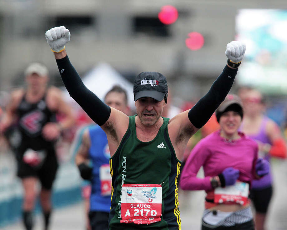Glauco Souza nears the finish line. Photo: James Nielsen, Chronicle / © Houston Chronicle 2013