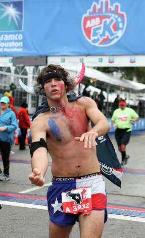 Lee Ackerley celebrates at the finish line. Photo: James Nielsen, Chronicle / © Houston Chronicle 2013