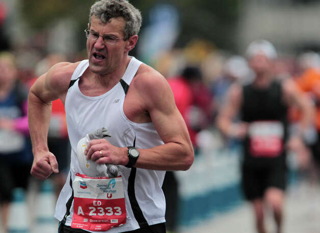Ed Bickley nears the finish line. Photo: James Nielsen, Chronicle / © Houston Chronicle 2013