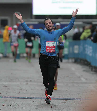 Alberto Striolo nears the finish line. Photo: James Nielsen, Chronicle / © Houston Chronicle 2013