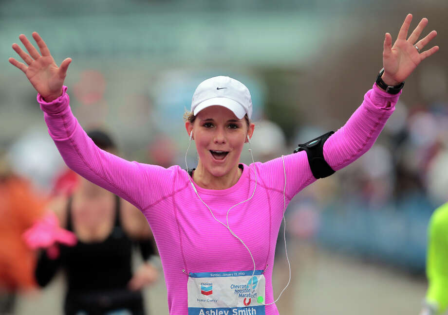 Ashley Smith nears the finish line. Photo: James Nielsen, Chronicle / © Houston Chronicle 2013