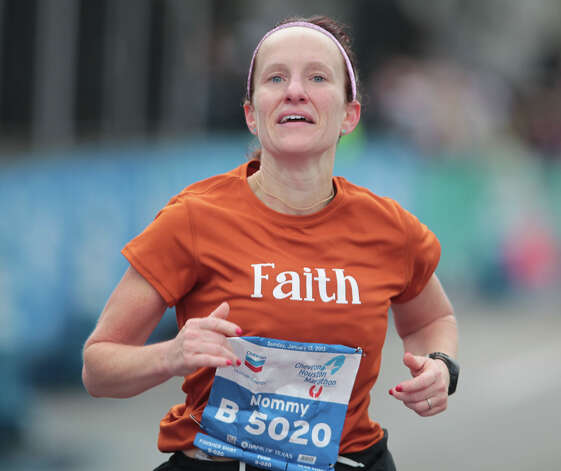 Heather Spicer nears the finish line. Photo: James Nielsen, Chronicle / © Houston Chronicle 2013