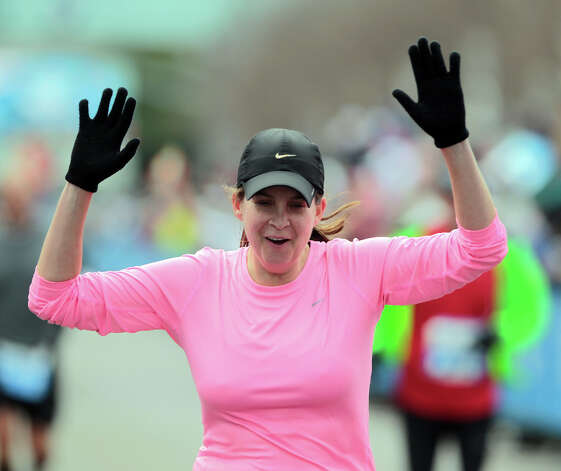 Elizabeth Dupree-Kyle nears the finish line. Photo: James Nielsen, Chronicle / © Houston Chronicle 2013