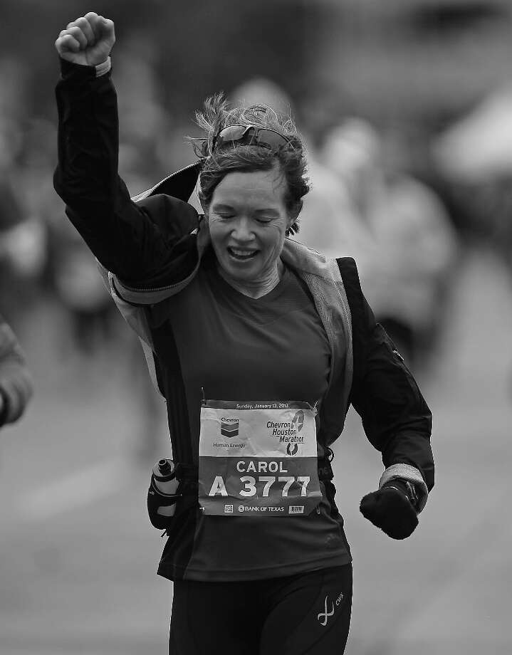 Carol Bohn nears the finish line. Photo: James Nielsen, Chronicle / © Houston Chronicle 2013