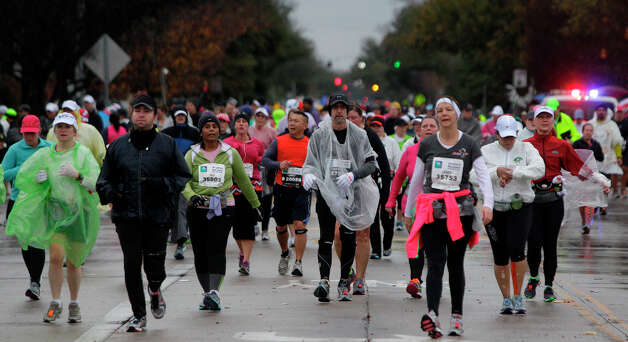 Runners move along Studewood near White Oak during the Chevron Houston Marathon and Aramco Houston Half Marathon. Photo: Melissa Phillip, Houston Chronicle / © 2013 Houston Chronicle