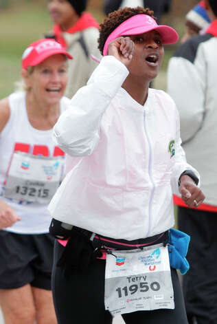 Terry Howard runs along Allen Parkway during the Chevron Houston Marathon. Photo: Melissa Phillip, Houston Chronicle / © 2013 Houston Chronicle